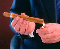 préparer et allumer un cigare